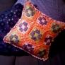 モチーフ編みのクッションカバー