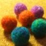 100円ショップの毛糸で羊毛フェルトボール