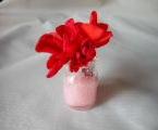 かわいい薬瓶が、花瓶になります。