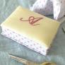 イニシャル刺繍の小箱