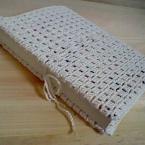 かぎ針編みのブックカバー