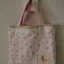 ピンクのバッグ。