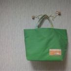 緑のバッグ。