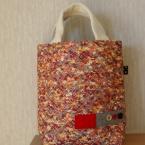 色の綺麗な布でバッグ。