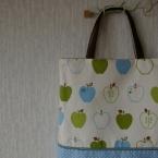りんごのバッグ。