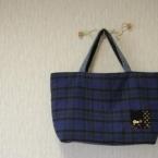 青いでかバッグ。