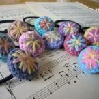 編みくるみの刺繍ヘアゴム