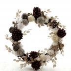 毛糸とプリザーブド・フラワーのクリスマス・リース