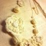 真っ白なお花のネックレス