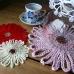 かぎ針編みでガーベラのティーポットマット