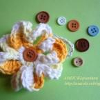 お花モチーフとボタンのヘアゴム♪
