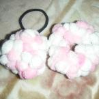 指編みで簡単 キュートなモコモコシュシュとポンポン