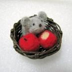 ネズミとリンゴ