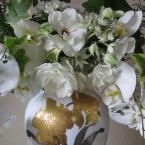 胡蝶蘭と白バラのアレンジメント~❁