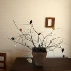 フェルトの葉と実のなる枝飾り