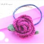 かぎ針編みのバラのヘアゴム
