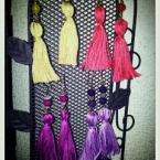 刺繍糸のタッセルピアス