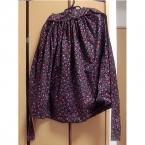 黒地小花柄ギャザースカート(糸ループ付き)