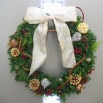生の枝で作るクリスマスリース