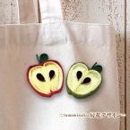 つまみ細工 リンゴのブローチ ー房花デザインー
