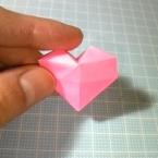 折り紙・正方形から折る、立体ハートの折り方