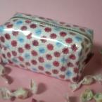 お菓子の包装紙でポーチ作り