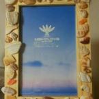 貝殻片でフォトフレーム装飾
