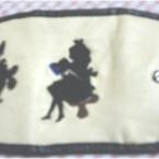 アリスとうさぎ刺繍のキーケース