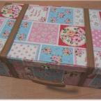 百円の箱をトランクに変身させてみました。