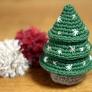 かぎ針編みのシンプルなクリスマスツリー