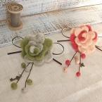 羊毛フェルトのお花のコサージュ