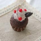 赤い実のカップケーキ