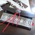 革のカードケース(アンティークレース×ボタン)