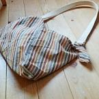 ショルダーバッグに変身。便利なあず袋