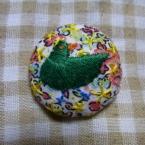 鳥の刺繍くるみボタン