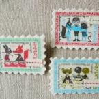 切手ブローチ