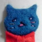フェルトと刺繍のネコ紳士ブローチ