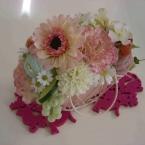 春のマカロンとお花のアレンジ