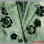 グレーのスーツをアップリケ・リメイク