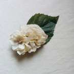 ナチュラルなお花のコサージュ