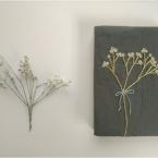 本物の花を図案化*カスミソウ刺繍のブックカバー