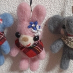 羊毛フェルトのクマさん、ウサギさんストラップ