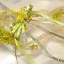 風に舞うお花のアームアクセサリー