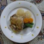 鶏のソテー、大根と人参のグラッセ添え