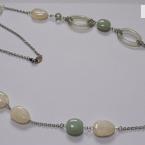 グリーン&ホワイトのネックレス