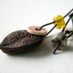 椿の実のペンダント