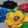羊毛フェルトの花ブローチ