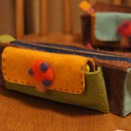 厚手フェルトで カンタン手縫いのペンポーチ