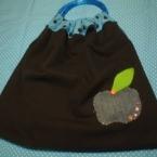 リバーシブルのリング持ち手バッグ